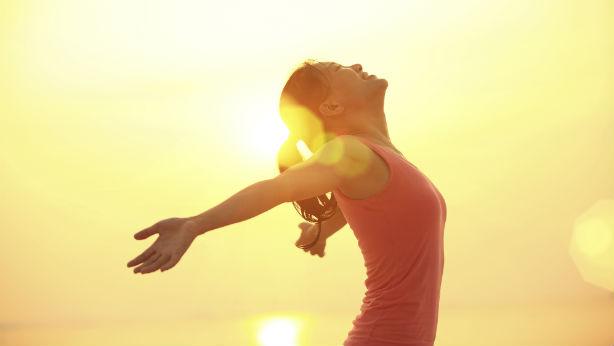 Riesgos de tomar el sol y cómo evitarlos
